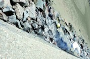 쓰레기 태우는 소각장 돼버린'두우리 갯벌' 앞바다